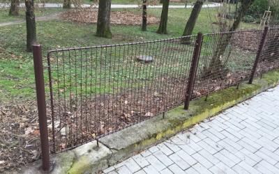 Nový plot podél Smetanových sadů