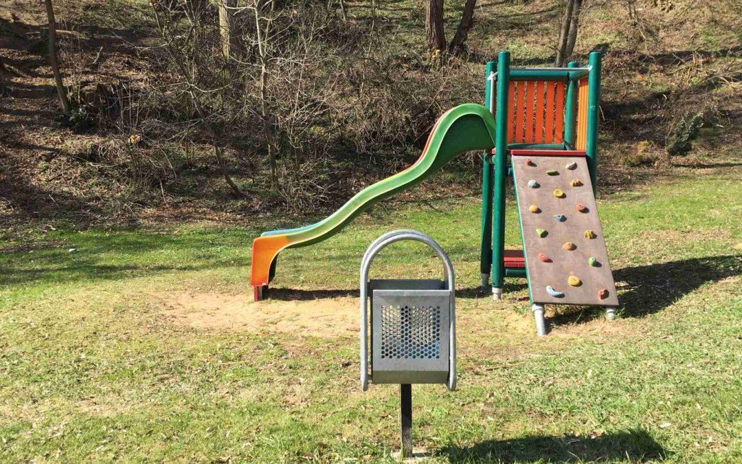 Děti se mohou těšit na nové dětské hřiště vSadech!
