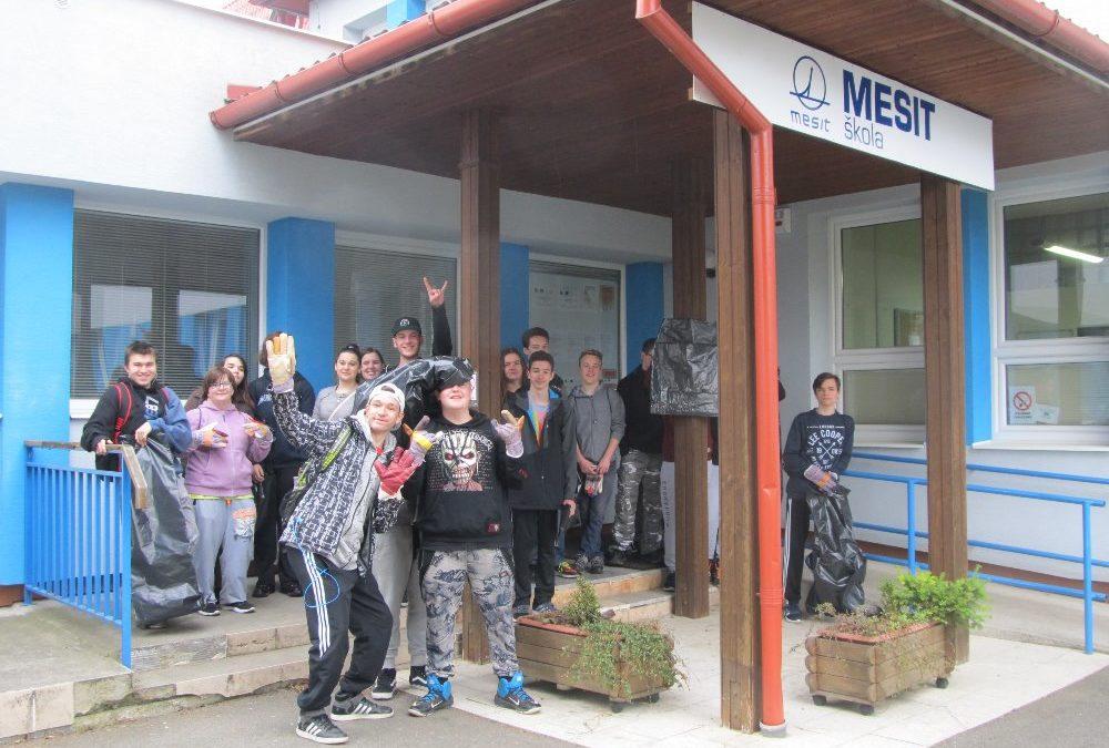 """Střední škola MESIT se zapojila do akce """"Ukliďme Česko"""""""