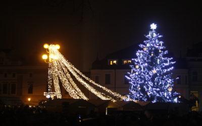 V Uherském Hradišti se rozsvítil vánoční strom