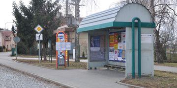 Výměna starých plechových přístřešků autobusových zastávek
