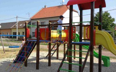 PRÁCE: Aktualizace dětských hřišť vUherském Hradišti jde podle plánu a je to dobře