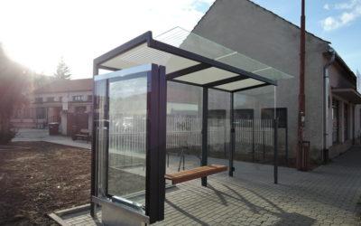 PRÁCE: Začalo to autobusovou zastávkou a nakonec proběhla částečná revitalizace