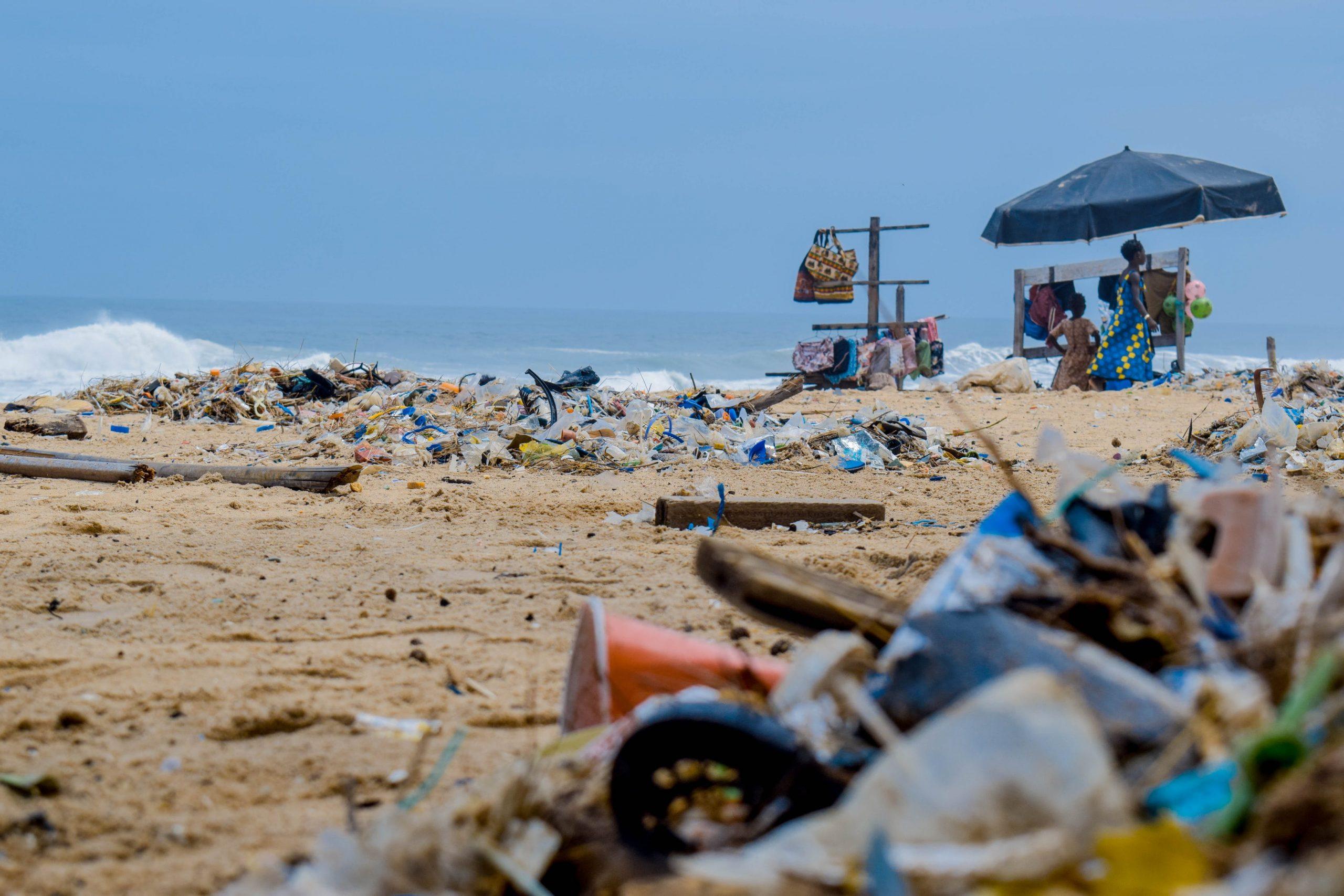 Nová studie přináší informace o druhu, chování a původu odpadu v oceánech