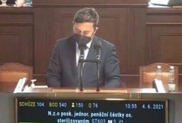 Sněmovna schválila návrh zákona o poskytnutí jednorázové peněžní částky sterilizovaným osobám vrozporu se zákonem